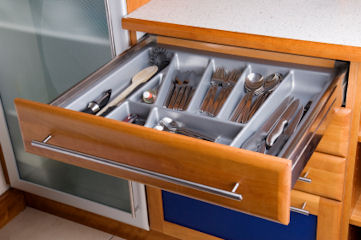 Easy kitchen cabinet organization tips that get you Organizing kitchen cabinets and drawers